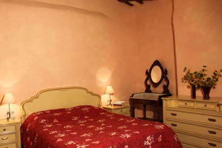 Rose Room - Under the Tuscan Sun - Colle Ciupi