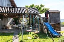 Swing and playhouse with slide - Schaukel und Spielhaus mit Rutsche