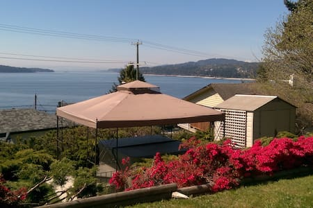 Romantic Cottage, Hot Tub, View - 锡谢尔特(Sechelt) - 小木屋
