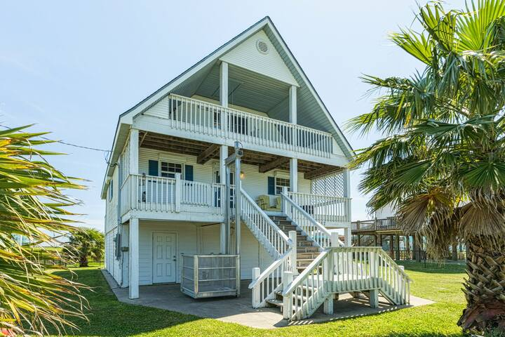 Renovated canalside house w/multiple decks-steps to beach, 2 dogs OK!