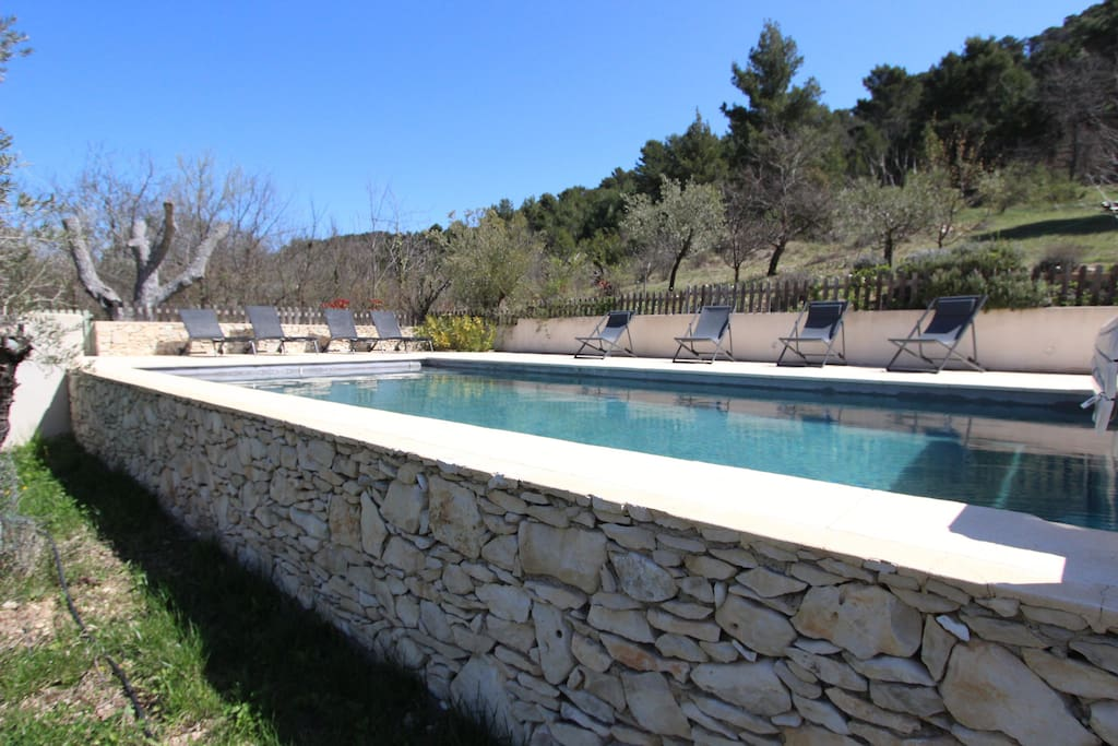 piscine 8,6 x 4,3 1,5 m de profondeur traitée au sel et chauffée