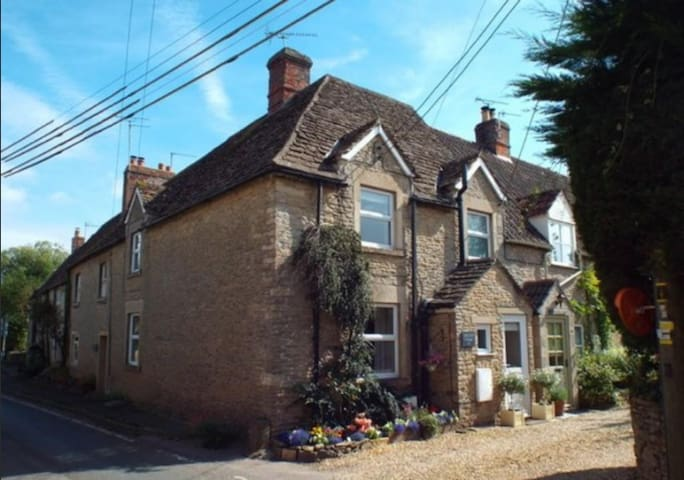 Cosy Malt End Cottage in Kington St Michael - Kington Saint Michael - Talo