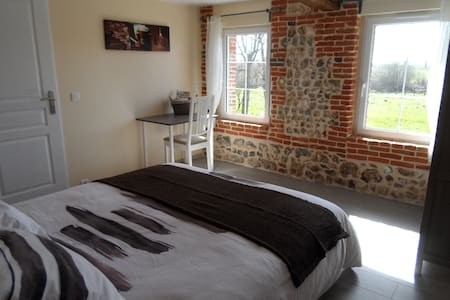 "CHAMBRE A L'OREE DU LIN ""Brique"" - Mentheville - Bed & Breakfast"