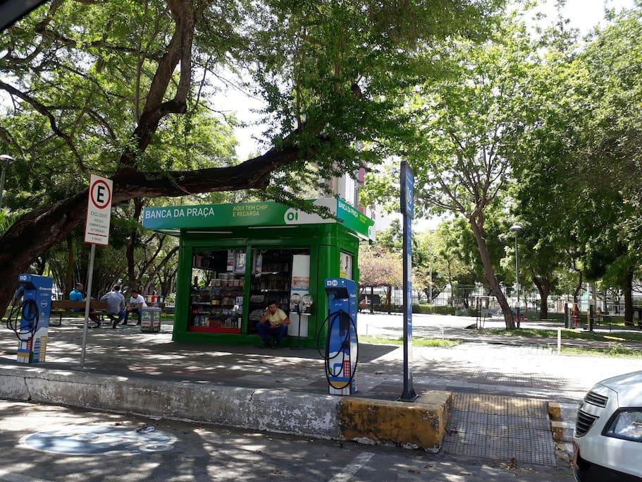 Banca de Revista próximo a praça