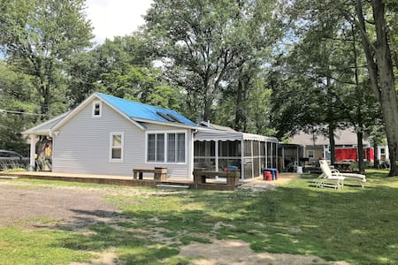 Angler's Cove - Family Friendly Lakefront Cottage