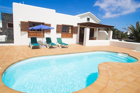 Faro Park,pool and 2 bedroom villa - Playa Blanca