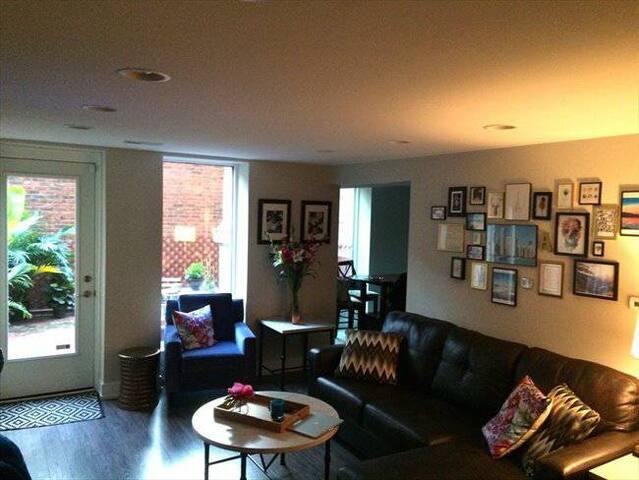 Go Cubs!! 2 bedroom Condo 3 blocks from Wrigley - Chicago - Condominium