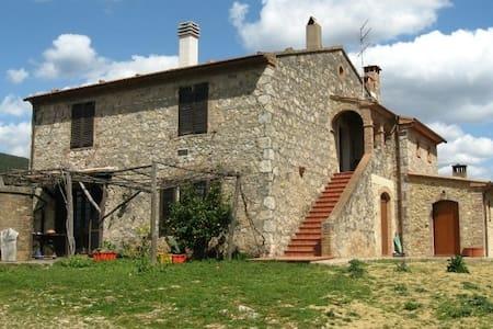 VACANZA  AGRITURISMO  IN MAREMMA - Batignano - บ้าน