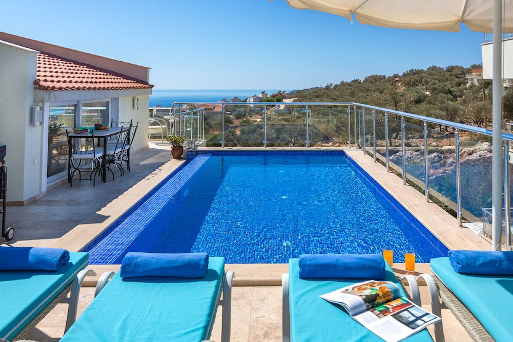 Private Pool with great harbour and sea views