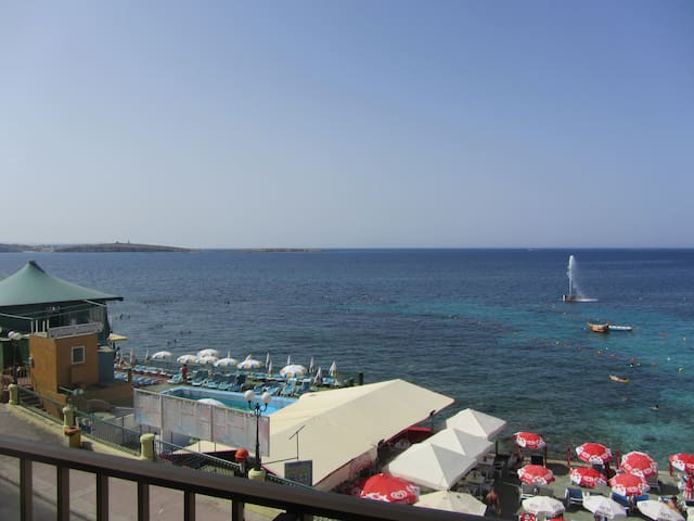 Seafront apartment......great views!!