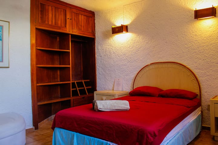 INCREDIBLE PRICE FOR A ROOM IN CANCUN HOTEL ZONE!