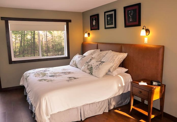 Paradise Room at Similkameen WILD Winery Resort - Cawston - Bed & Breakfast