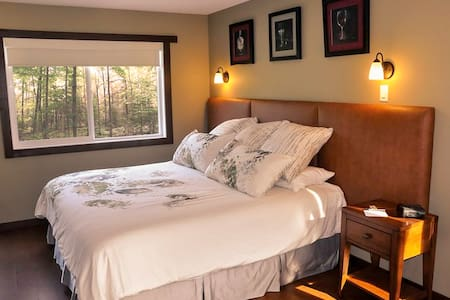 Paradise Room at Similkameen WILD Winery Resort - Cawston