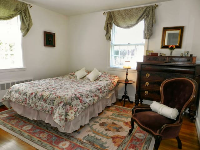 Sunny Room & Private Bath Nr Boston - Needham