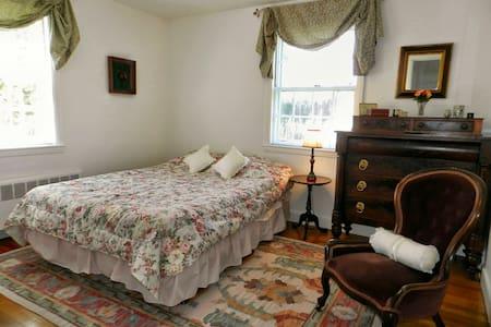 Sunny Room & Private Bath Nr Boston - Needham - Hus