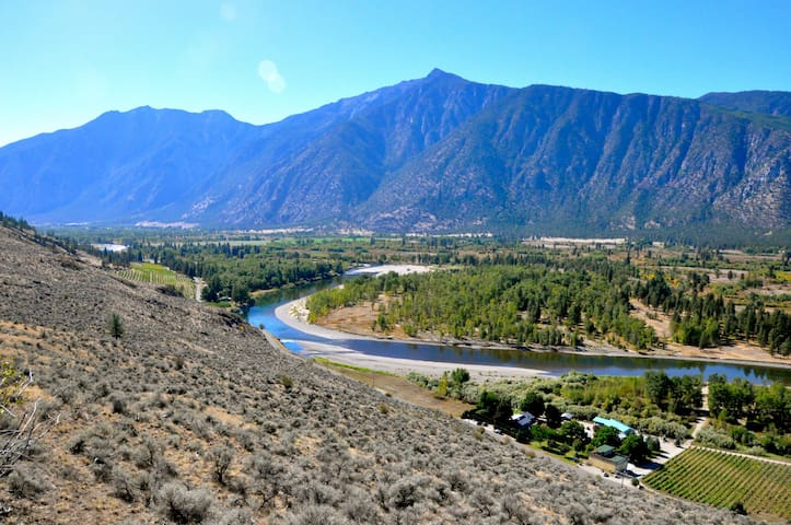 Devilish Room at Similkameen WILD Winery Resort - Cawston - Bed & Breakfast