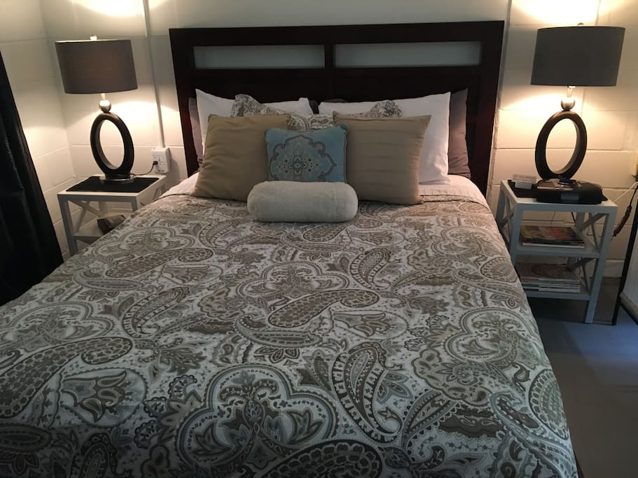 Fresh, crisp white cotton sheets make your slumber like a hotel. The two king, two queen pillows of various lofts make your sleep home-like.