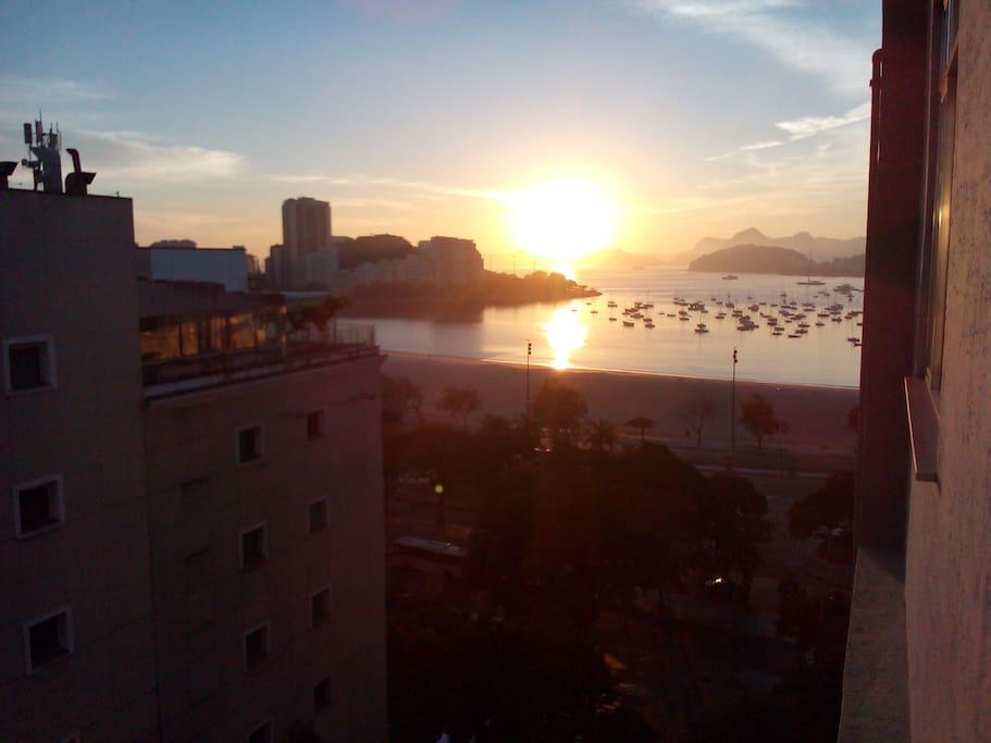 Entardecer da Enseada de Botafogo.