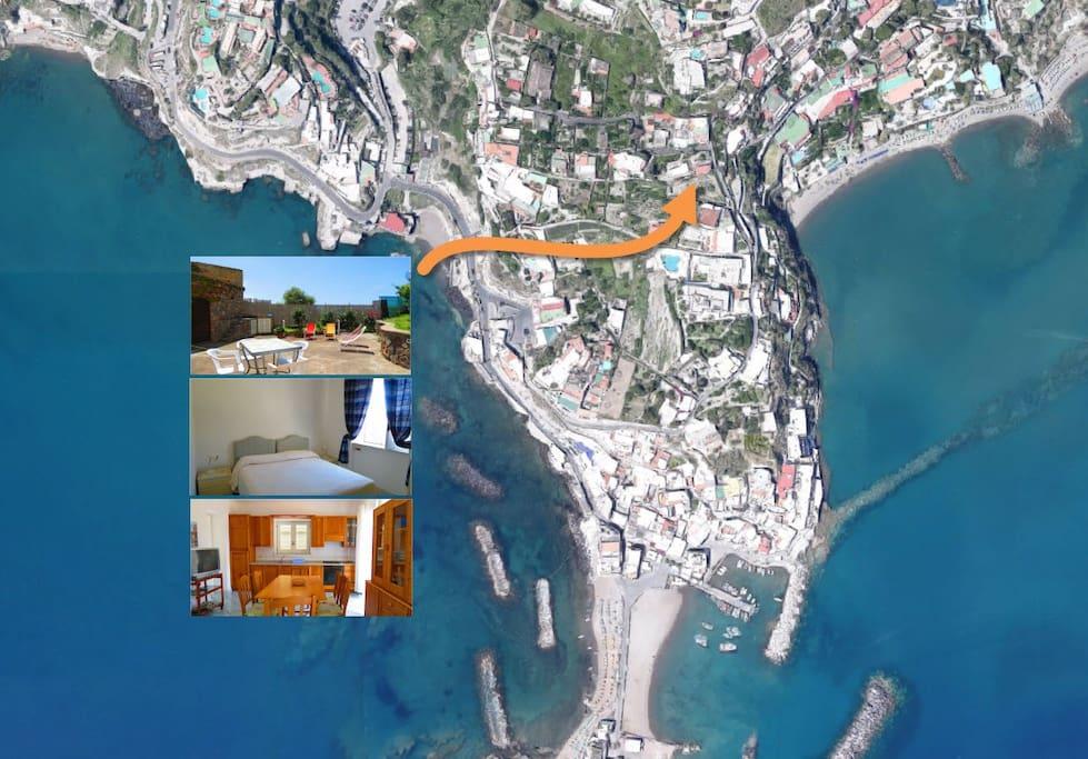 Siamo a pochi passi dal centro del borgo di Sant'Angelo e dalla spiaggia dei Maronti