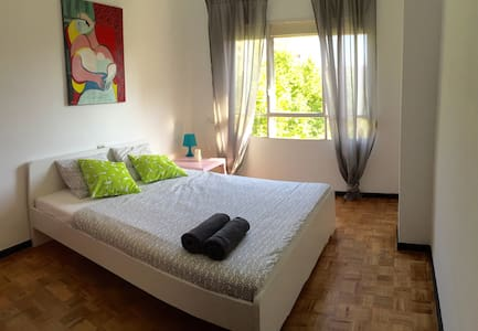 Double bedroom in the city center 3