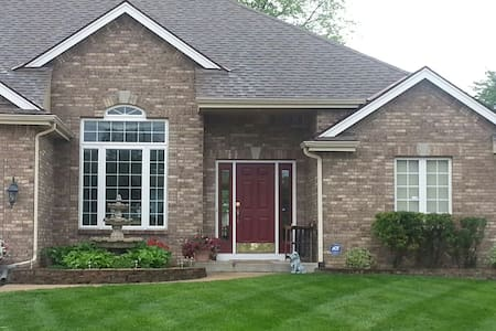 EXECUTIVE  HOME NEAR AIRPORT - Kansas City - Casa