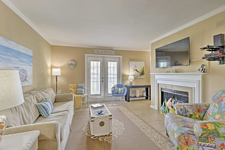 Gulf Shores Condo w/ Resort Pool, Hot Tub & More!