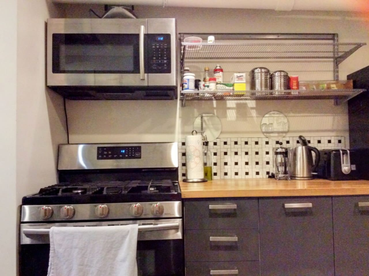 Toaster, water kettle, french press, coffee, tea, and assorted oils and spices are provided.  We also provide a small selection of breakfast foods for your convenience.