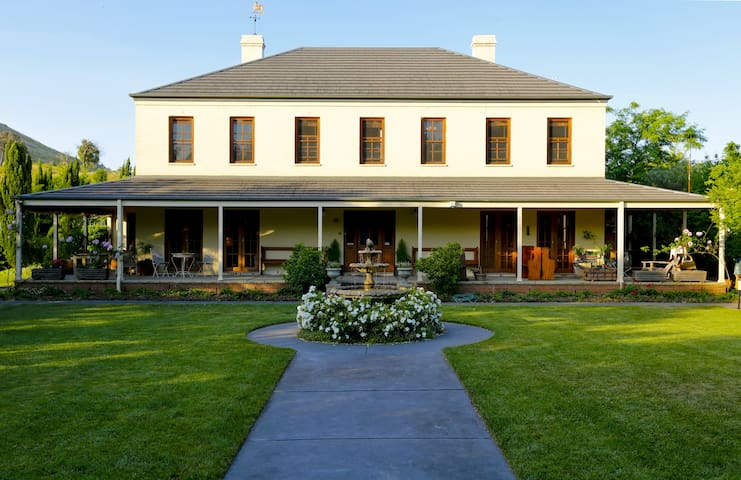 Ginninderry Homestead - Deluxe Room