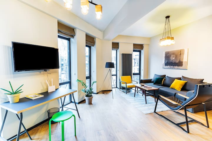 ★ NEW ★  2 Bed 2Bath apartment with pool and gym!