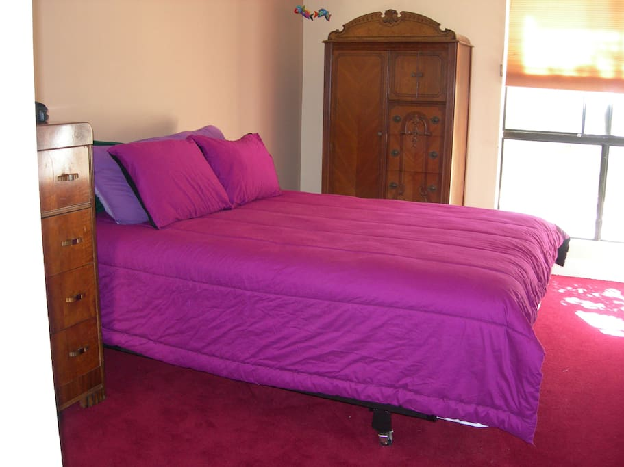 available bedroom. private and sunny!