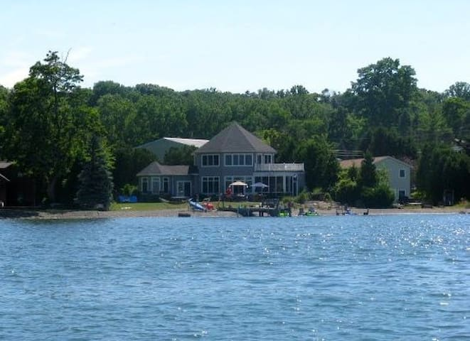 Seneca lake B&B-Available for HWS Graduation - Geneve - Hus