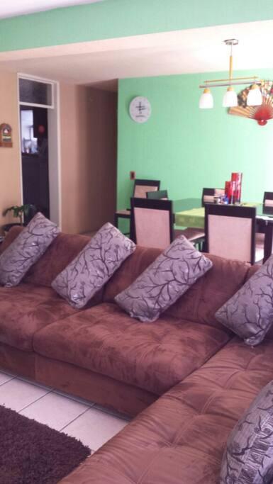 Livingroom to relax. Amplia sala y comedor para relajarse.