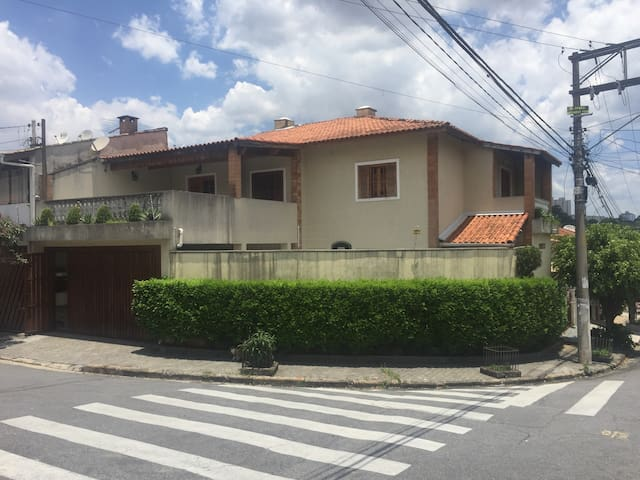 Sobrado Prox. Shopping Taboao - Taboão da Serra - Hus