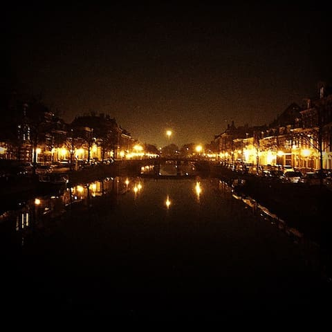 Nieuwe Gracht at Night, taken from the Kruisbrug at the Kruisstraat (150m from the Studio)