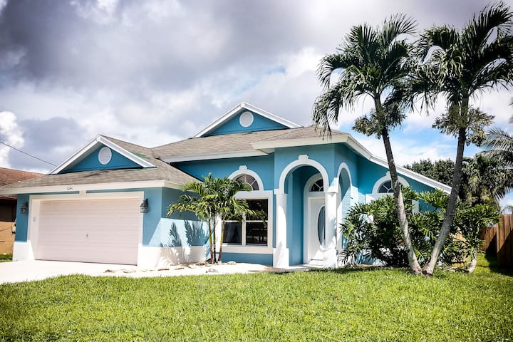 Private Jupiter Home in Family Beach Town