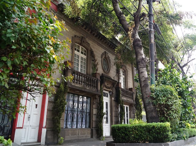 APARTMENT IN VINTAGE HOME, ROMA/CONDESA!