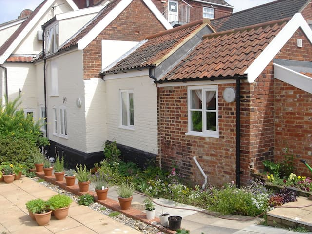 Quaint Ground floor apartment in the town centre - Wymondham - Leilighet