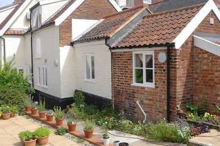 Quaint Ground floor apartment in the town centre - Wymondham