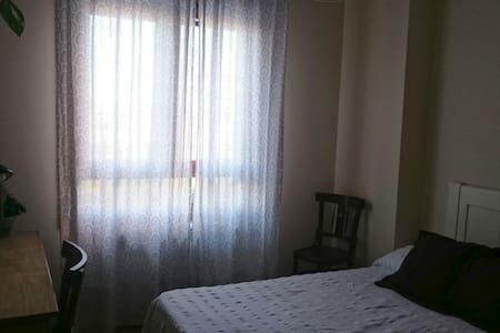 Acogedora habitación con baño privado en Soria - Soria - Departamento