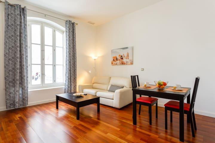 Mi piso entre comillas apartamentos en alquiler en c diz for Pisos comillas madrid