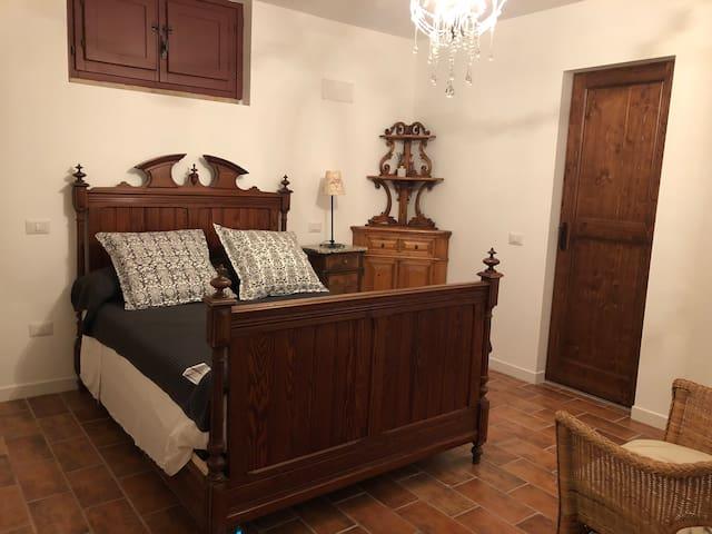 Lower ground double bedroom