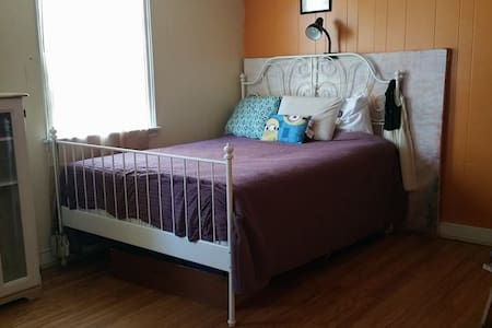 Room Available in a Private House - Philadelphia
