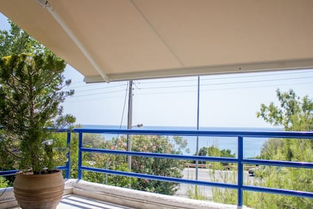 Seafront Luxury Apartment - Saronida