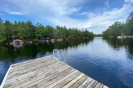 Muskoka Cottage - Lakeside Perfect Getaway