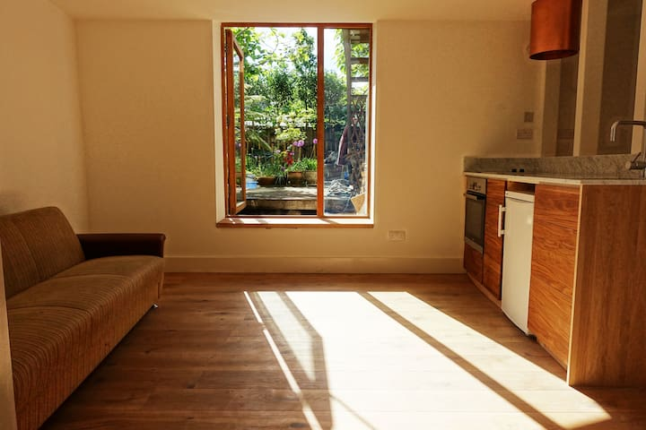 Cosy and Airy One Bed Flat in the heart of Hackney