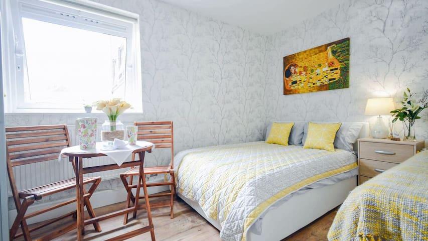 Clean Central London Room near LondonEye & Harrods