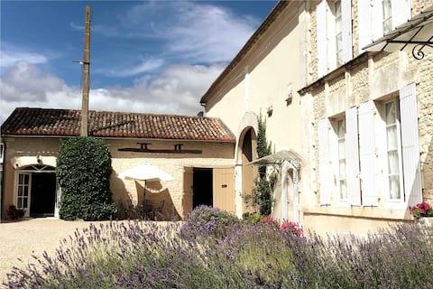 «Le Petit Tournesol» Gîte près de Challignac.