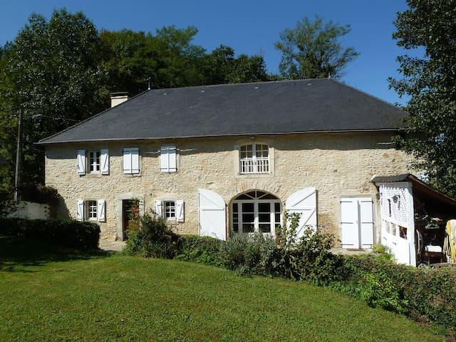 Belle ferme rénovée avec soin - Oloron-Sainte-Marie - Casa