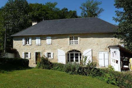 Belle ferme rénovée avec soin - Oloron-Sainte-Marie - Rumah