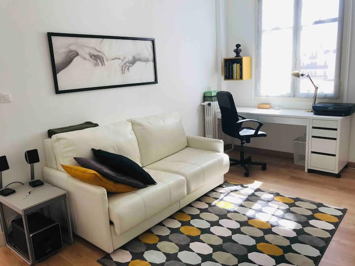Fully Renovated Big Apt. 1min Walk to CasinoMonaco